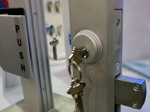 adams right storefront door lock